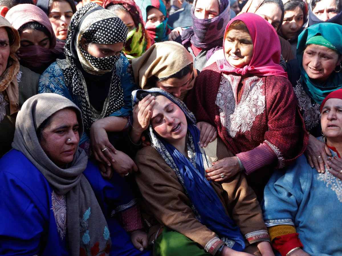 Relatives of Suhail Ahmad Wagay, a 'civilian', who local media say died in a gunbattle between suspected militants and Indian security forces, mourn during his funeral procession at Pinjoora in Kashmir's Shopian district on March 5, 2018. Photo: Reuters/Danish Ismail