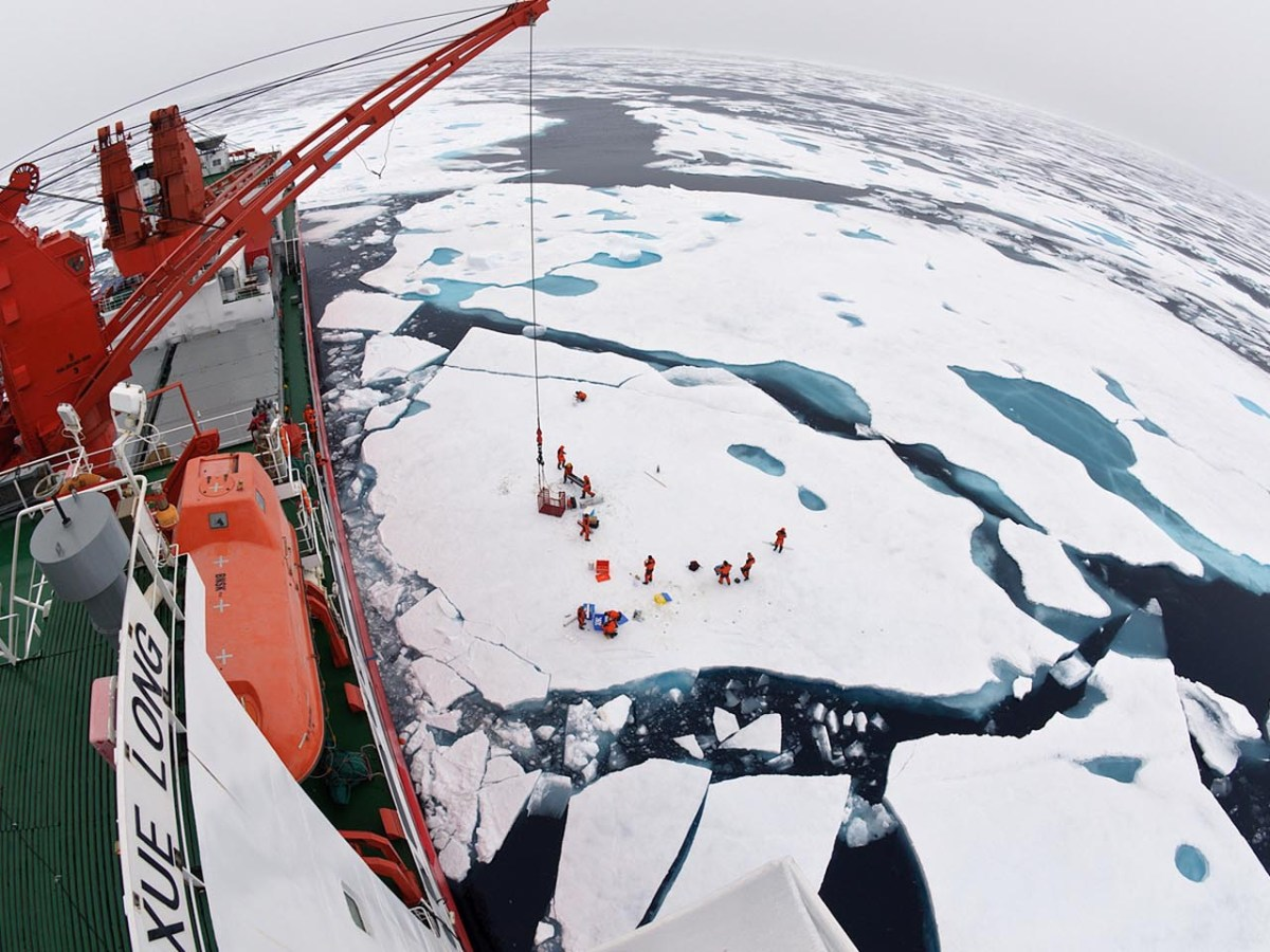 A view of ice floes from the Chinese icebreaker Xue Long in the Arctic in 2010. Photo: Timo Palo, Creative Commons