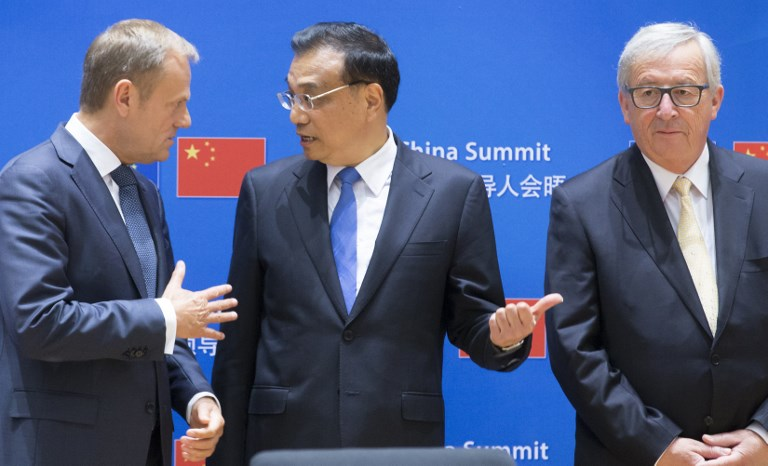 European Council President Donald Tusk, Chinese Prime Minister Li Keqiang and  European Commission President Jean-Claude Juncker. Photo: AFP/Oliver Hoslet