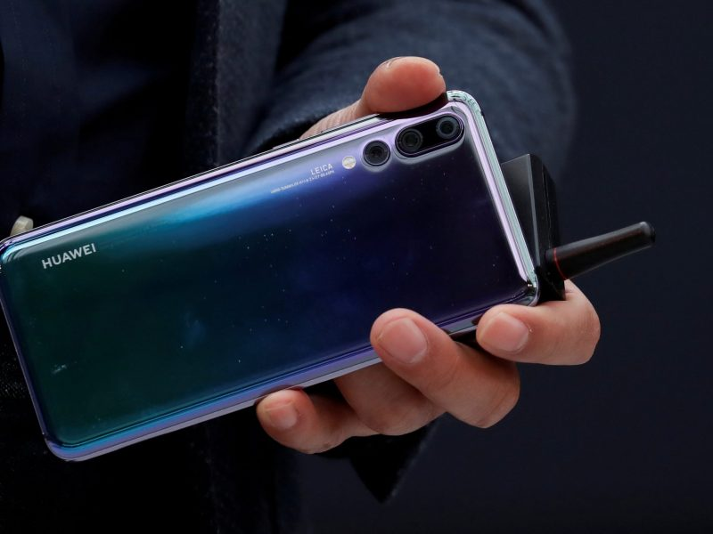 Richard Yu, CEO of the Huawei Consumer Business Group, holds a Huawei P20 smartphone. Photo: Reuters/Gonzalo Fuentes