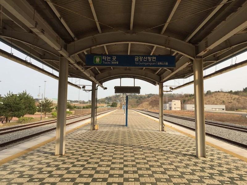 السكة الحديد بين الكوريتين في شمال شرق جنوب كوريا هو أقل السكك الحديد إستخداماً في البلد   صورة: آندرو سالمون