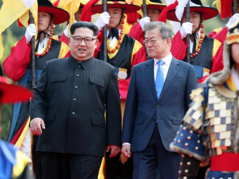 South Korean President Moon Jae-in and North Korean leader Kim Jong-un attend a welcoming ceremony in the truce village of Panmunjom inside the demilitarized zone on Friday morning. Photo: Korea Summit Press Pool via Reuters