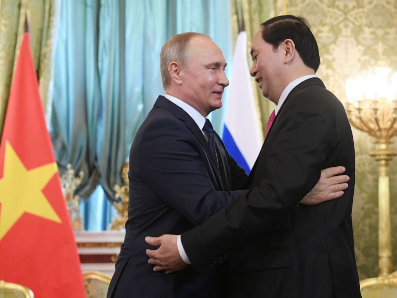 Russian President Vladimir Putin (L) greets his Vietnamese counterpart Tran Dai Quang during a meeting at the Kremlin in Moscow on June 29, 2017. Photo: AFP/Pool/Natalia Kolesnikova