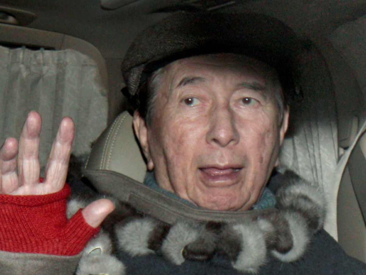 Macau casino magnate Stanley Ho waves as he sits in a car in Hong Kong in this file photo from January 2011. Photo: Reuters/ Tyrone Siu