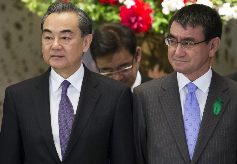 China's Foreign Minister Wang Yi (L) stands beside Japan's Foreign Minister Taro Kono. Photo: AFP/Tomohiro Ohsumi