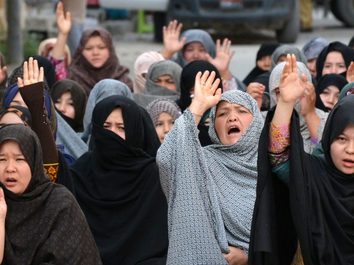 Members of the Hazara community protest against the killing of Hazaras in Quetta, Pakistan, on April 29, 2018. Photo: AFP/ Banaras Khan