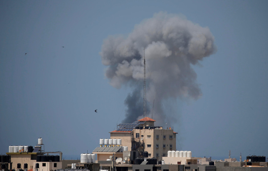 Smoke rises following an Israeli air strike in Gaza May 29. Photo: Reuters/Suhaib Salem