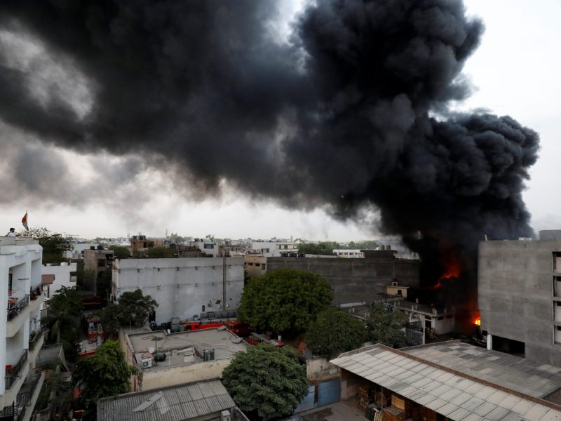 Smoke billows from a warehouse after it caught fire in New Delhi on May 29, 2018. Photo: Reuters /Saumya Khandelwal
