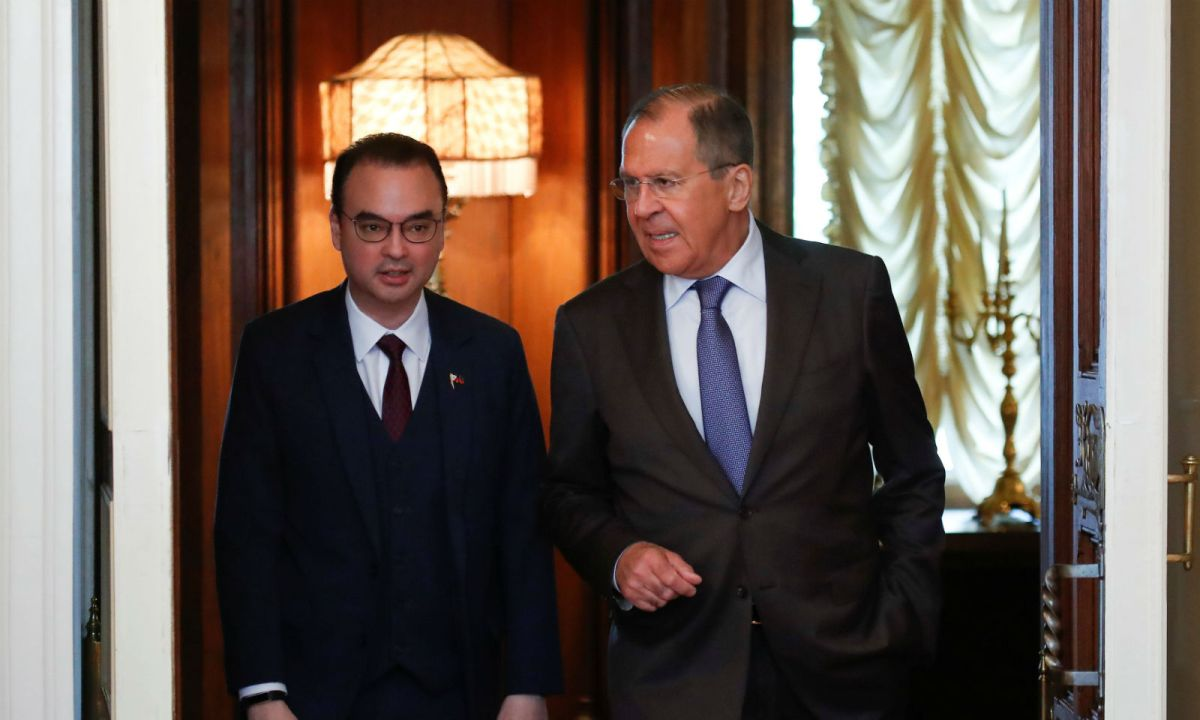 Russian Foreign Minister Sergey Lavrov (right) and Philippine Foreign Secretary Alan Peter Cayetano enter a hall during a meeting in Moscow, Russia. Photo: Maxim Shemetov / Reuters