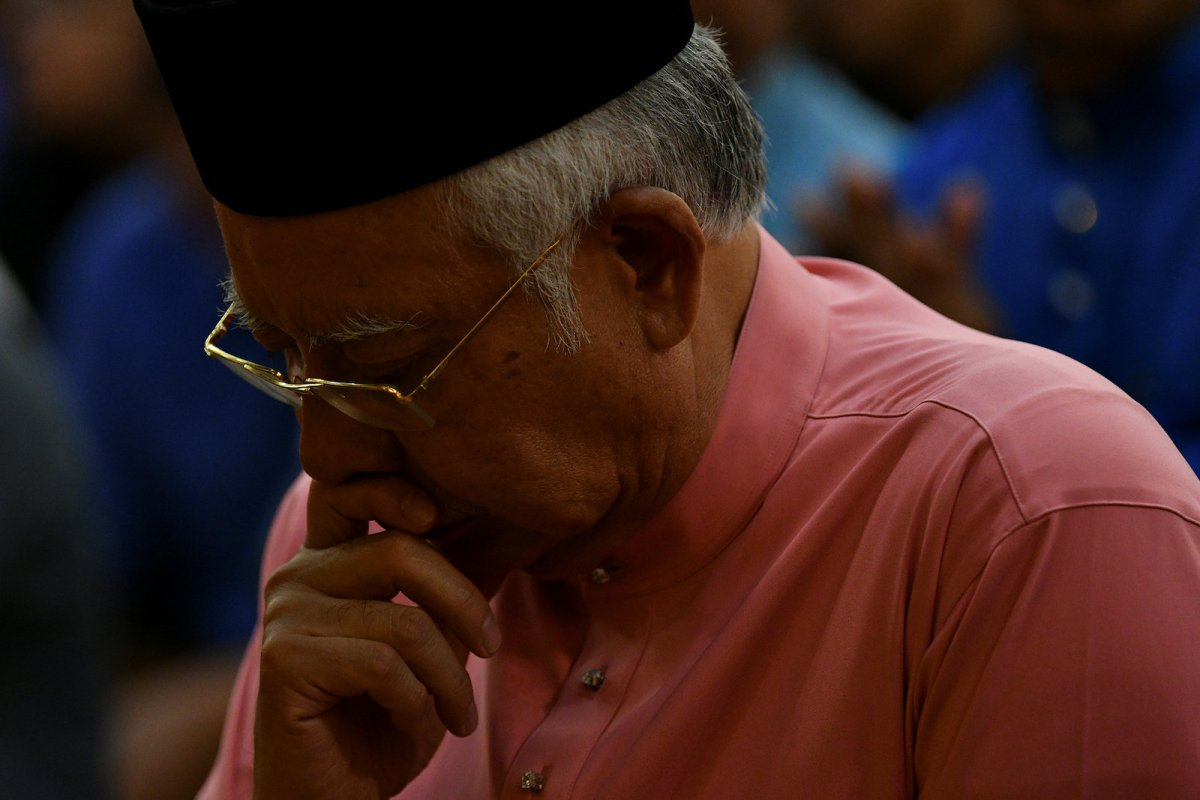 Malaysia's former Prime Minister Najib Razak prays before he attends the United Malays National Organisation (UMNO) 72th anniversary celebrations in Kuala Lumpur, Malaysia May 11, 2018. Photo: Reuters/Stringer