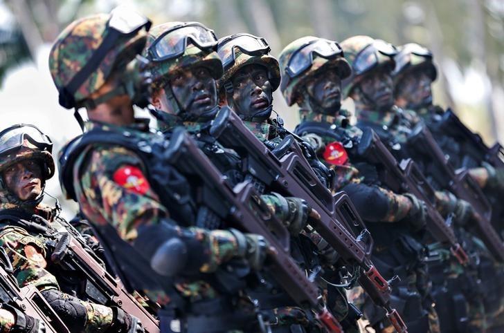FILE PHOTO - Myanmar military troops take part in a military exercise at Ayeyarwaddy delta region in Myanmar, February 3, 2018. REUTERS/Lynn Bo Bo/Pool