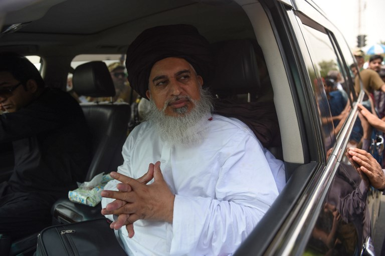Khadim Hussain Rizvi, leader of Tehreek Labbaik Pakistan, an Islamist political party, leads a rally during an election campaign in Karachi on July 1, 2018. Photo: AFP / Rizwan Tabassum