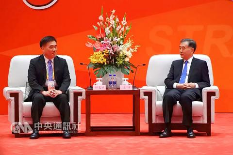 Taiwan's KMT vice chairman Hau Lung-bin (left) assured Wang Yang, Beijing's fourth highest-ranking official, of his party's anti-independence stance. Photo: Taiwan Central News Agency