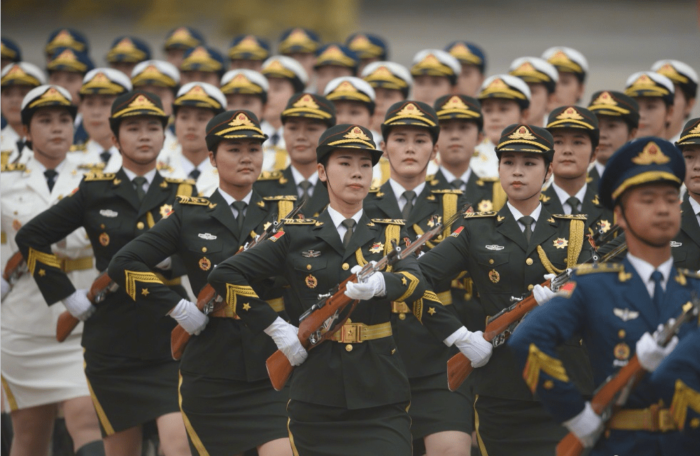 A 55-member all female guard of honor debuted on Wednesday during a welcoming ceremony held in Beijing's Tiananmen Square. Photo: Xinhua