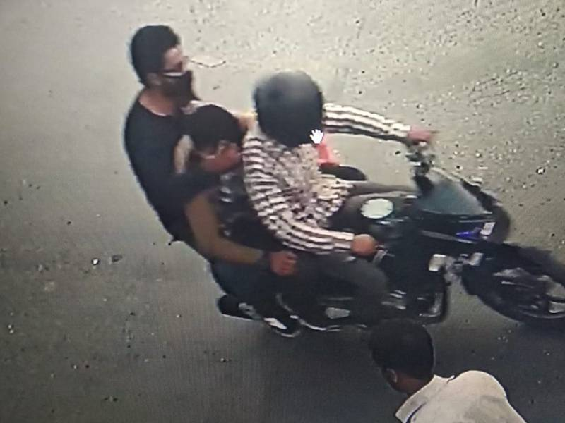 The suspects in the Shujaat Bukhari assassination were caught on CCTV. Photo: Courtesy Majid Hyderi/Social Media