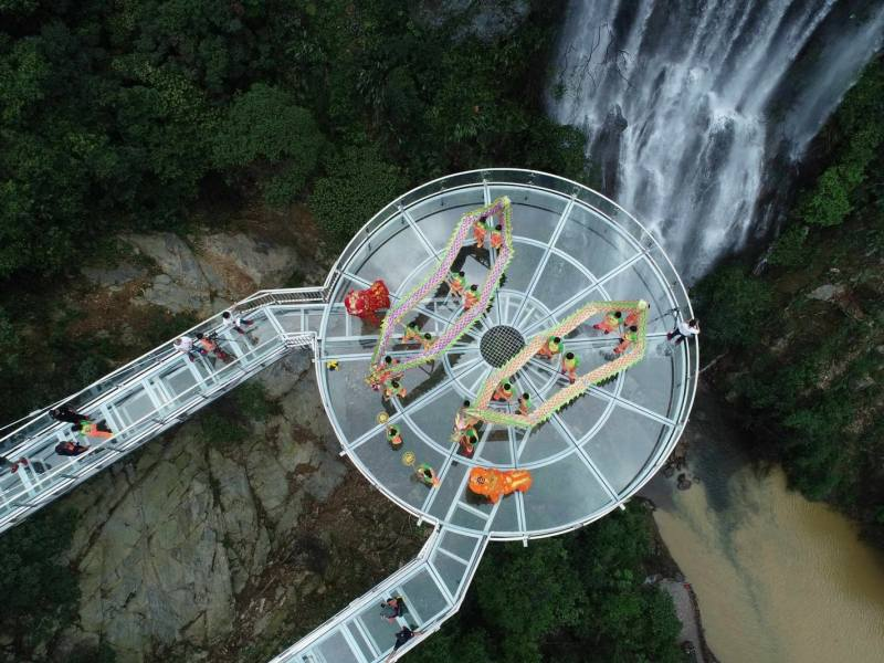 A bird's eye view of the glass bridge and observation deck in Qingyuan, China's Guangdong province. Photo: Handout