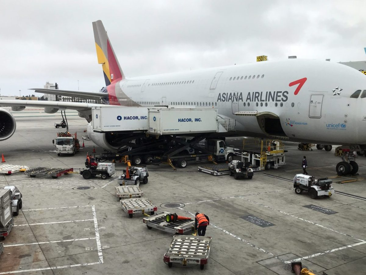 Passengers have not been getting in-flight meals on many Asiana flights. Photo: AFP/Daniel Slim