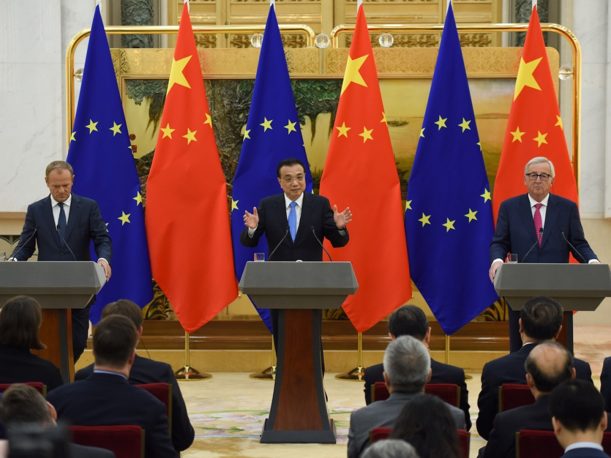 Chinese Premier Li Keqiang (center) with European Council President Donald Tusk (left) and European Commission President Jean-Claude Juncker (right) in Beijing. Photo: AFP / Wang Zhao