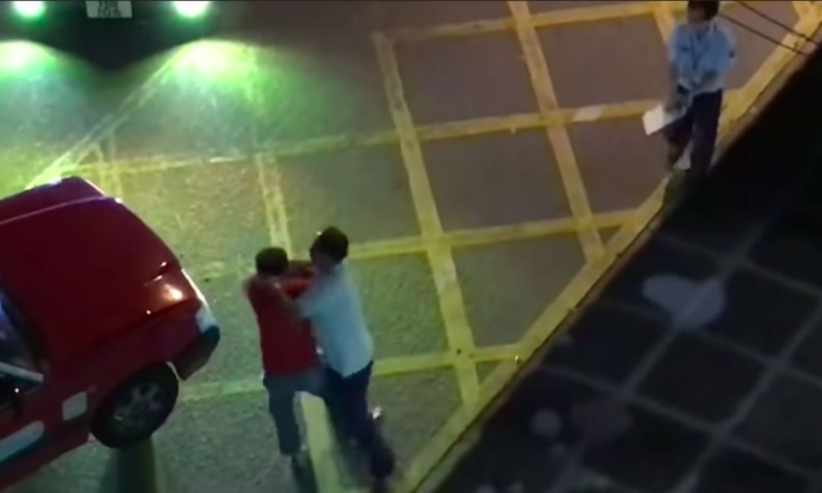 A taxi driver and his passenger fight over the drop-off location in Tsing Yi, the New Territories Photo: YouTube