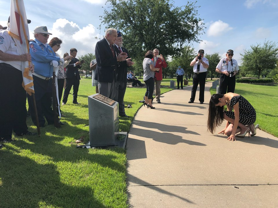 Hannah Y. Kim, pays traditional Korean-style respect to Korean War veterans in Dallas, Texas on May 22, 2018. Photo: Hannah Y. Kim