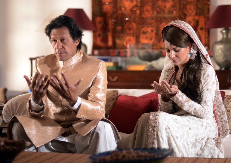 In this handout photograph released by the Pakistan-Tehreek-Insaf party on January 8, 2015, Pakistani opposition leader Imran Khan and his then-new wife Reham Khan pose during prayers in their wedding ceremony at his house in Islamabad. Photo: AFP / PTI