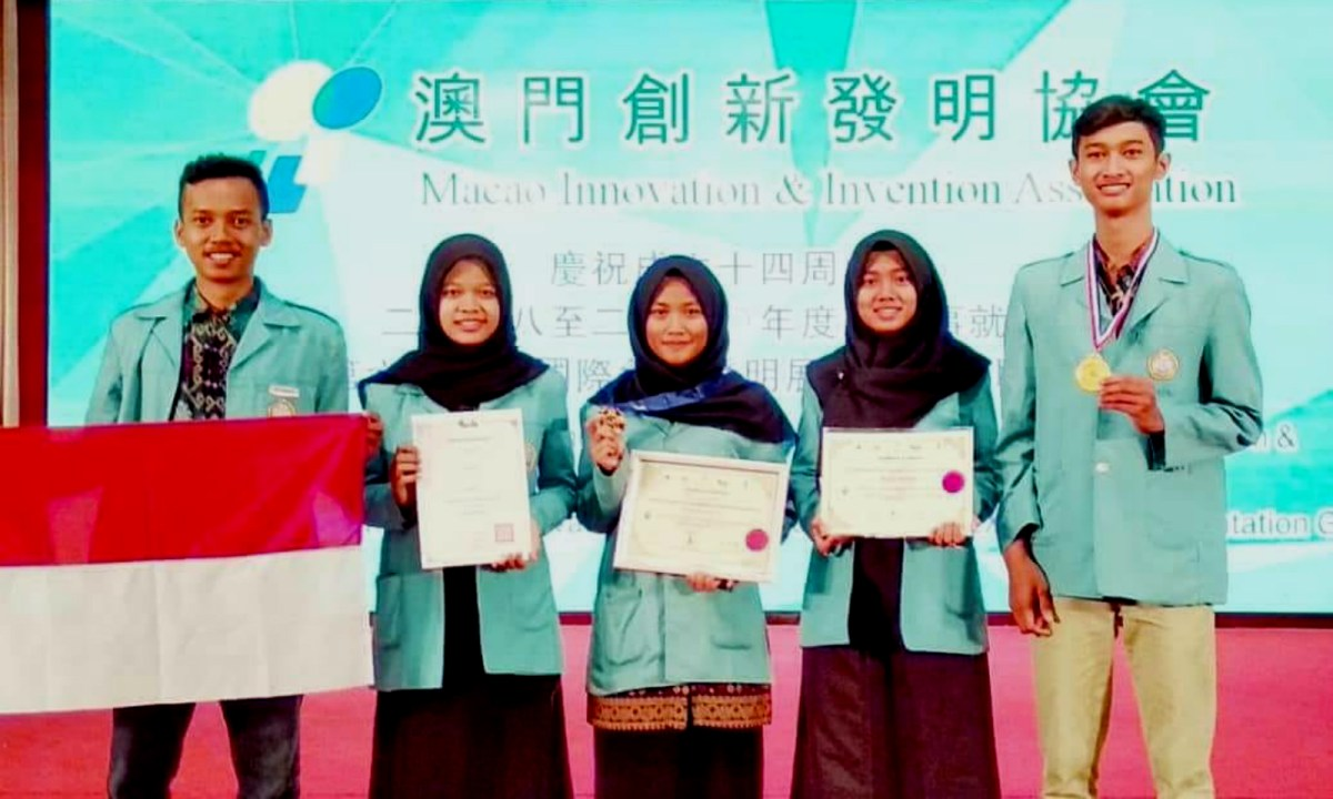 The five Indonesian students who won gold medals for their inventive products on July 15. Photo: Macao International Innovation and Invention Expo