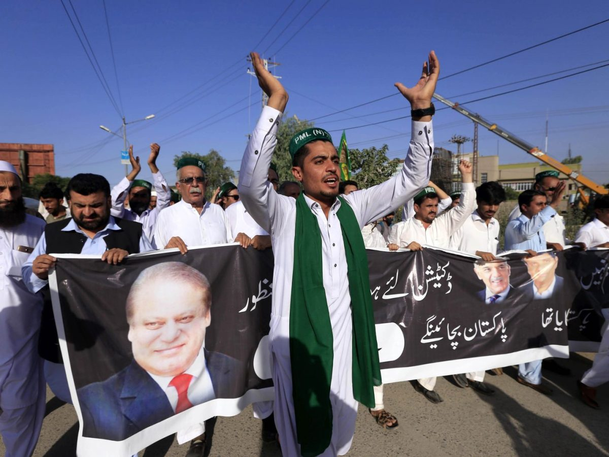 Supporters of Pakistan Muslim League-Nawaz (PML-N) chant slogans after the sentence against former prime minister Nawaz Sharif during a protest in Peshawar on July 6, 2018. Photo: AFP/Abdul Majeed