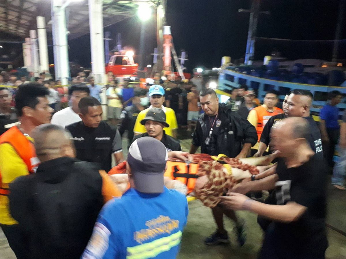 Thai rescue workers attend to passengers brought back to Phuket after two tourist boats sank in rough seas on July 5, 2018. Photo: AFP/ Kritsada Muenhawong