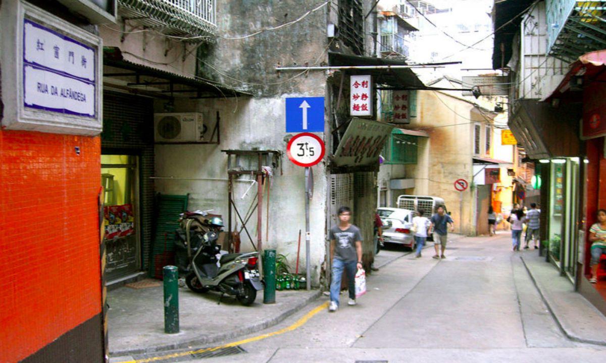 Rua da Alfândega in Macau. Photo: Wikimedia Commons