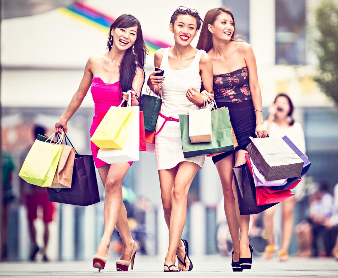 Three asian girls shopping. Photo: iStock