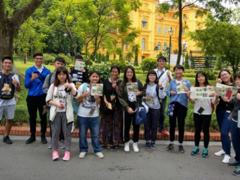 A group of 12 students visited Vietnam for two weeks. Photo: news.immigration.gov.tw
