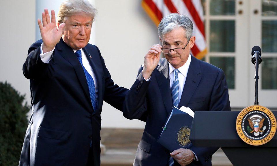 2017年11月,美國總統特朗普在白宮與他提名為美聯儲主席的鮑威爾一同現身。相片:Reuters / Carlos Barria