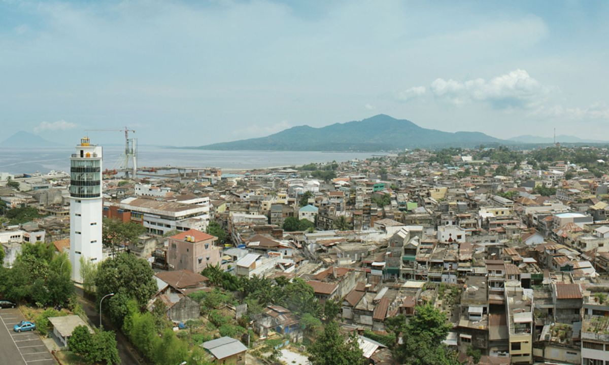 Manado City, Indonesia. Photo: Wikimedia Commons, Christian Setiawan
