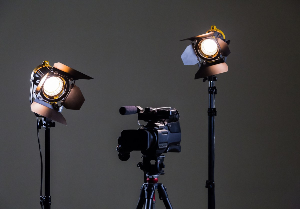 Camcorder and 2 spotlights with Fresnel lenses in the interior. Shooting an interview. Photo: iStock