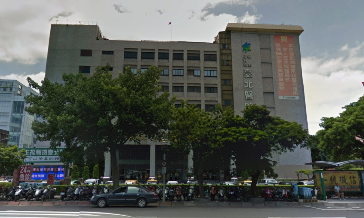 A blaze started in the palliative care facility on the seventh floor of the nine-story Taipei Hospital in New Taipei City, Taiwan. Photo: Google Maps