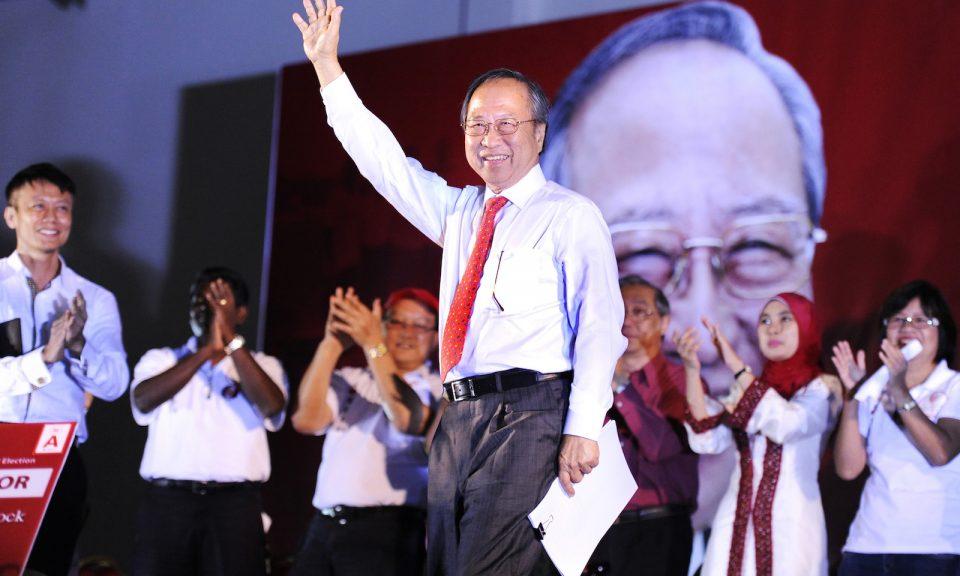 前總統候選人陳清木在新加坡一個集會的演講前向公眾致意。相片:AFP / Simin Wang