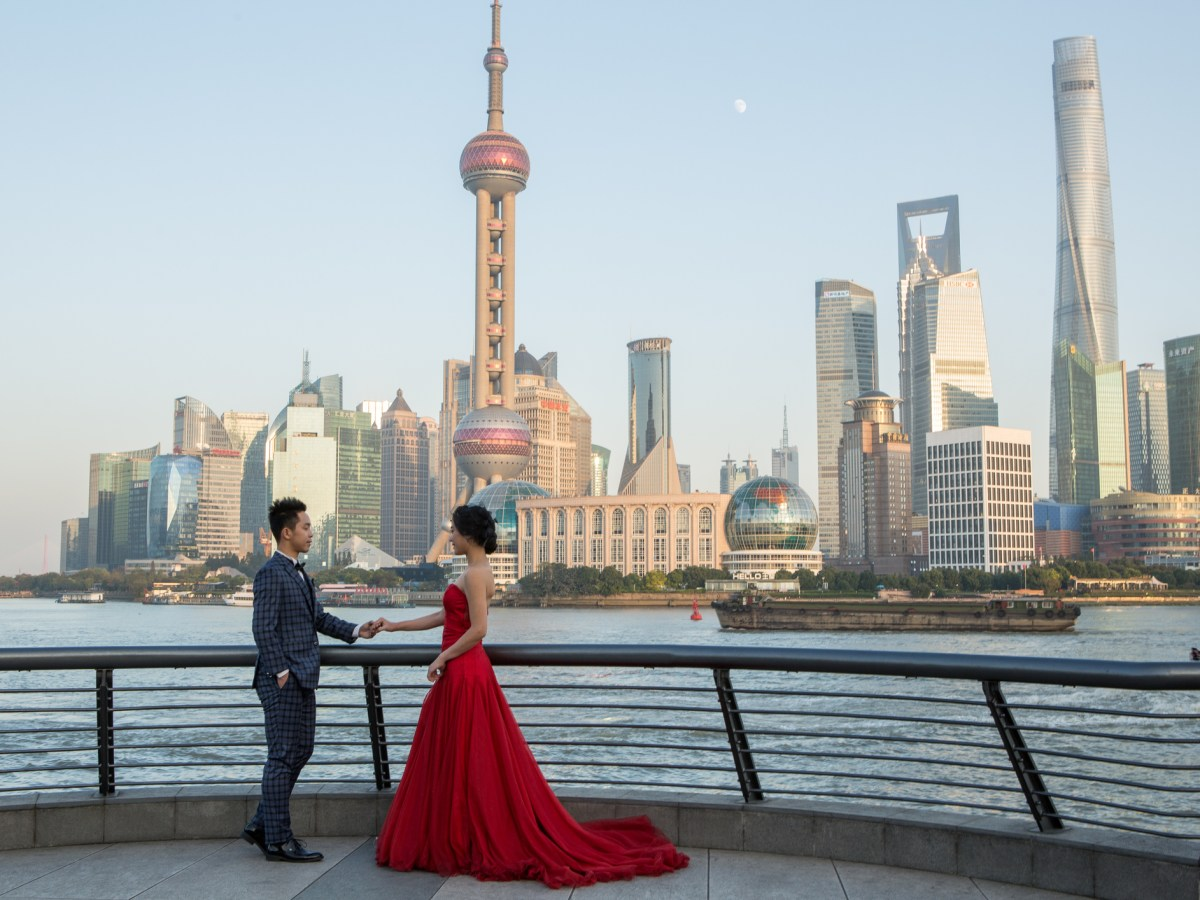 A couple posing for wedding photos at the Bund in Shanghai with the Pudong skyline in the background. Photo: iStock