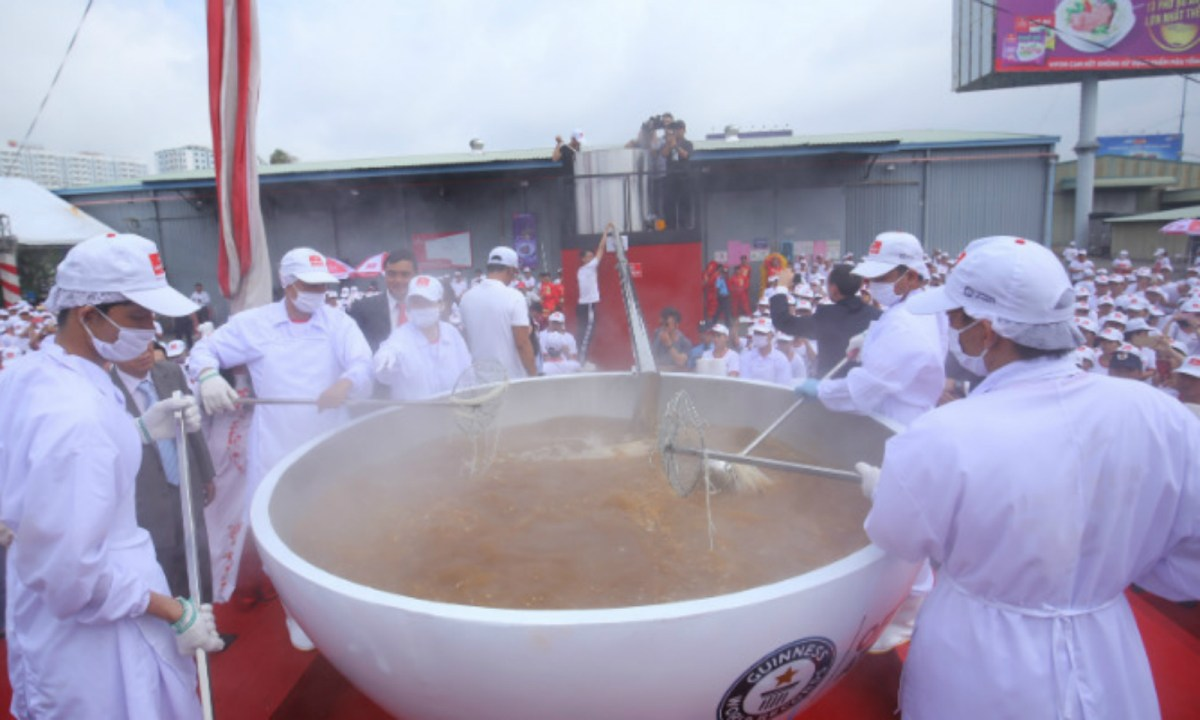 The world's largest noodle soup. Photo: Guinness World Records