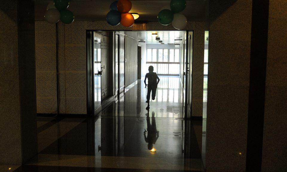 一名正在接受癌症治療的兒童在孟買的塔塔紀念醫院內奔跑。相片:AFP