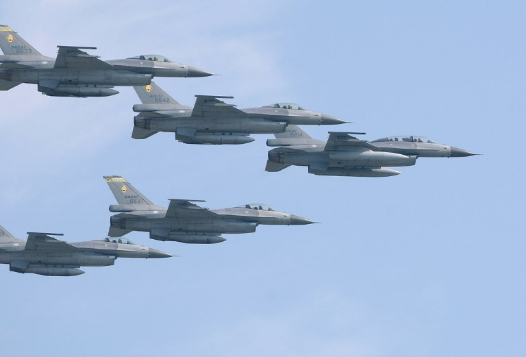 A fleet of US-made F-16 fighters from the Taiwanese air force. Photo: AFP/Patrick Lin