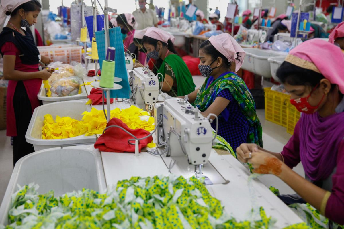 Bangladeshi female workers work at a garment factory in Gazipur on the outskirts of Dhaka on February 17, 2018. Photo: AFP/Mehedi Hasan/NurPhoto