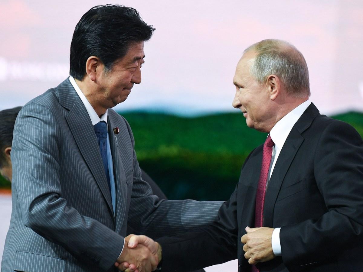 Russian President Vladimir Putin (right) and Japanese Prime Minister Shinzo Abe shake hands at the Eastern Economic Forum in Vladivostok. Photo: AFP / Alexander Vilf / Sputnik