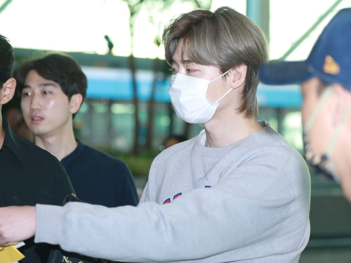South Korean actor and model Lee Jong-suk at Incheon International Airport in South Korea on his way out of the country. Photo: AFP.
