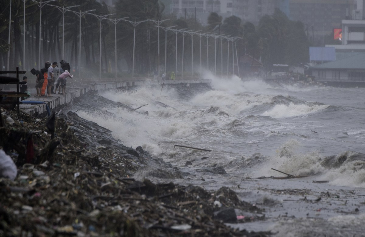Strong waves caused by super Typhoon Mangkhut are seen in Manila on Sept 15. Photo: AFP/Noel Celis
