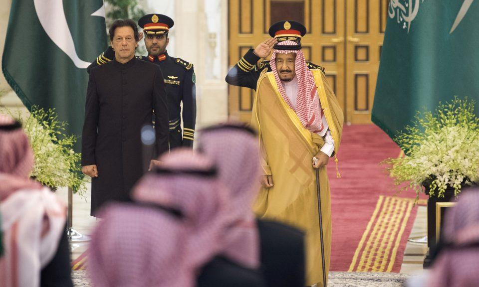 沙特國王薩勒曼(右)和巴基斯坦總理伊姆蘭汗(左)於2018年9月19日在吉達(Jeddah)現身。相片:Center for International Communication / AFP