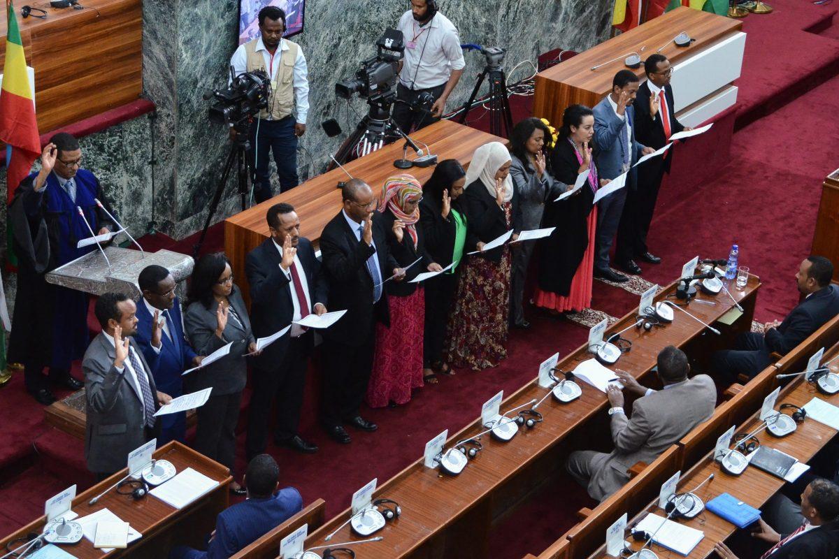 كلف رئيس الوزراء الإثيوبي نساء بتولي عشرة من الوزارات العشرين في حكومته الجديدة، منهم أول وزيرة دفاع في إثيوبيا. صورة: ا ف ب