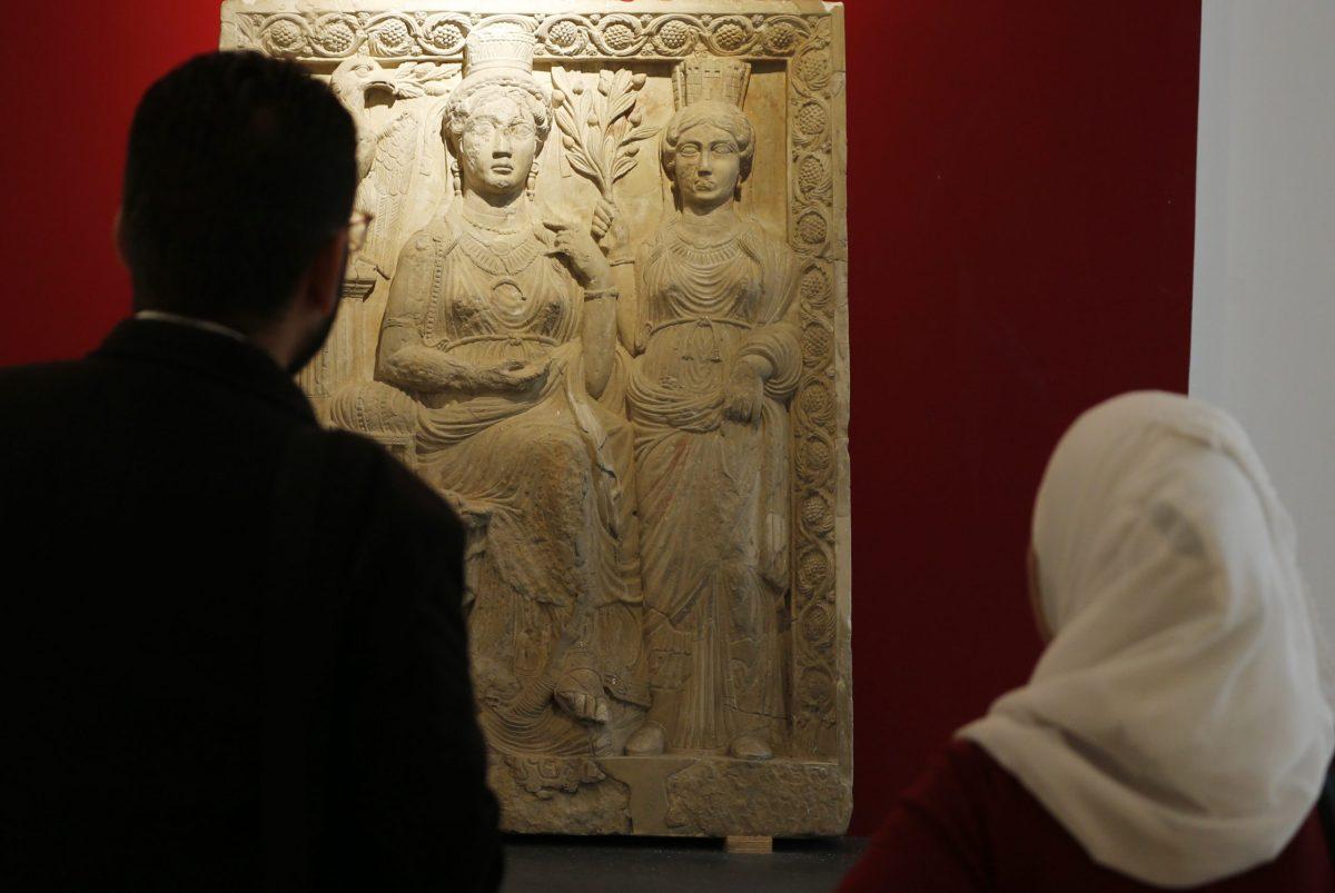 سوريون يزورون متحف دمشق الوطني. 28 أكتوبر، 2018.   صورة:  LOUAI BESHARA / AFP   Photo: Louai Beshara / AFP