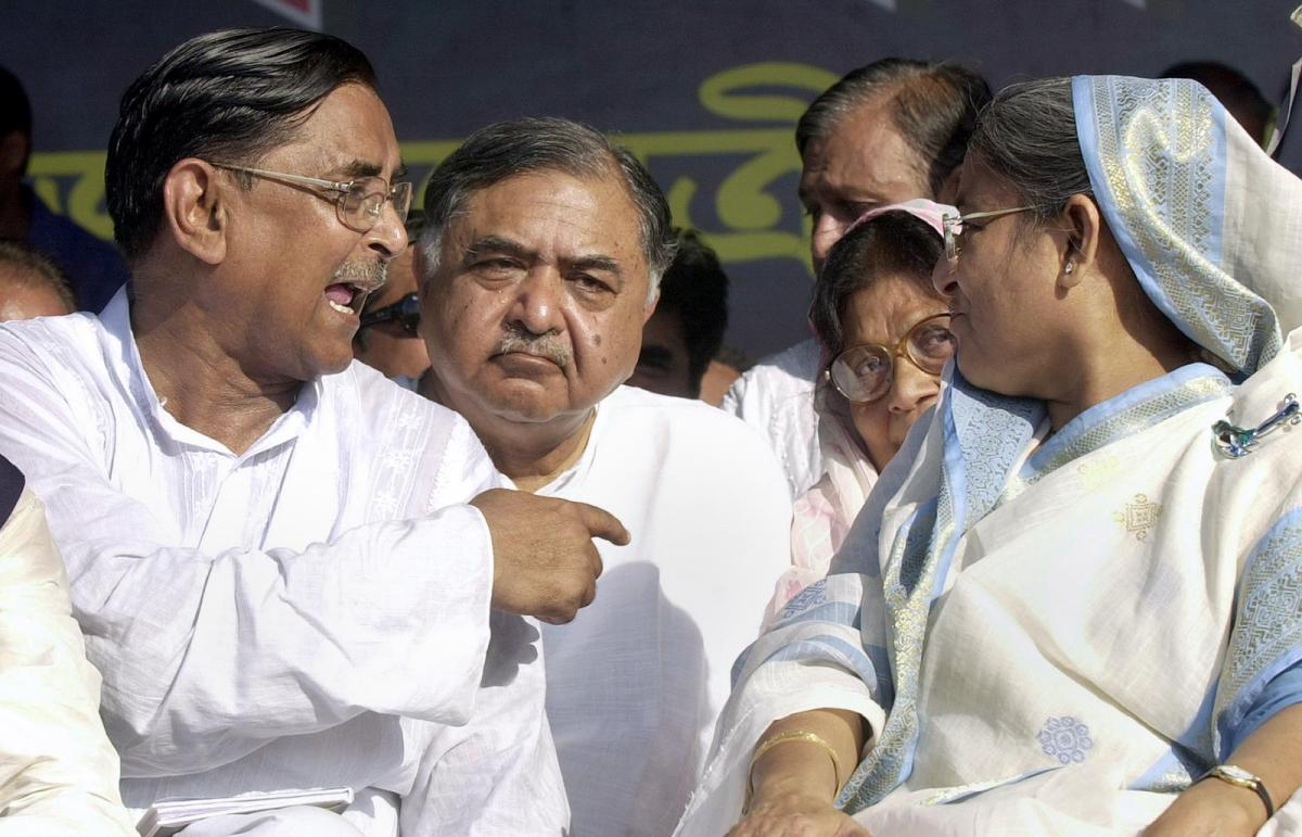 Kamal Hassain, center, is seen with Bangladeshi PM and Awami League leader Sheikh Hasina, right,and Rashed Khan Menon, left, leader of the Workers Party, during a political rally in Dhaka in 2006. Dr Kamal recently fell out with Hasina and joined an opposition alliance. Photo: AFP / Farjana K Godhuly