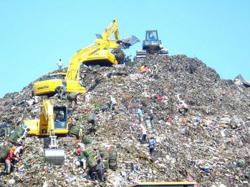 The Bantar Gebang landfill, also known as 'The Mountain.' Photo: Wikimedia Commons