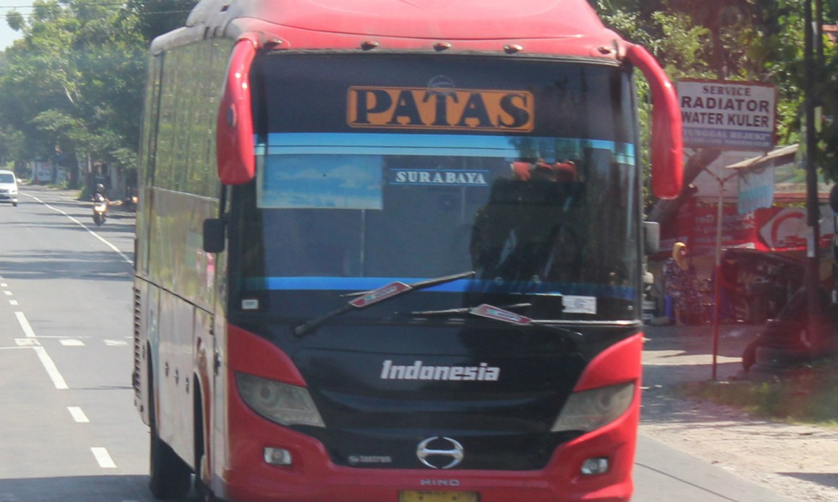 Red bus in Indonesia. Photo by Wikimedia Commons.